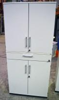Kinnarps Serie-E skap med dører og skuff, i hvitt, 80cm bredde, 167cm høyde, pent brukt