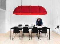 Stor taklampe fra Atelje Lyktan i rød filt med 8 LED-lamper, 300x180cm, høyde 60cm, pent brukt
