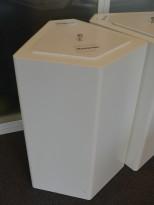 Søppelbøtte / papirkurv / kildesortering for restavfall i hvitlakkert metall fra Trece, pent brukt