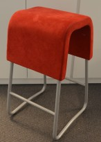 Materia Plint barpall / barkrakk i rødt mikrofiberstoff / grå, pent brukt