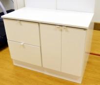 Arbeidsbenk / printerbenk med 2 skuffer og 1 skap i hvitt fra Trece, bredde 123cm, høyde 90cm, pent brukt