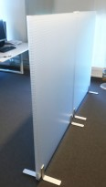 Frittstående skillevegg i transparent akryl fra Rosso Acoustic, 90cm bredde, 145cm høyde, pent brukt