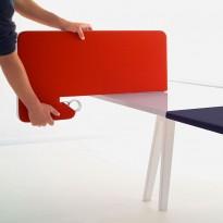 Bordskillevegg tilpasset Vitra Joyn-serie (25mm bordtykkelse) i orangerødt, pent brukt