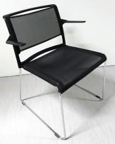 Møteromsstol / konferansestol fra Wilkahn, modell Aline i sort mesh / krom, stablebar med armlene, pent brukt