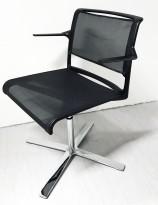 Møteromsstol / konferansestol fra Wilkahn, modell Aline i sort mesh / krom, svingstol med armlene, pent brukt