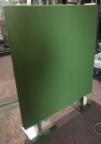Frittstående mørk grønn skillevegg fra Zilenzio, 120cm bredde, 152cm høyde med føtter, pent brukt