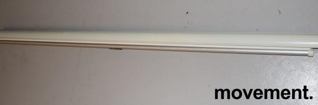 Manuelt nedtrekkslerret, 187cm bredde med kasse, pent brukt bilde 1