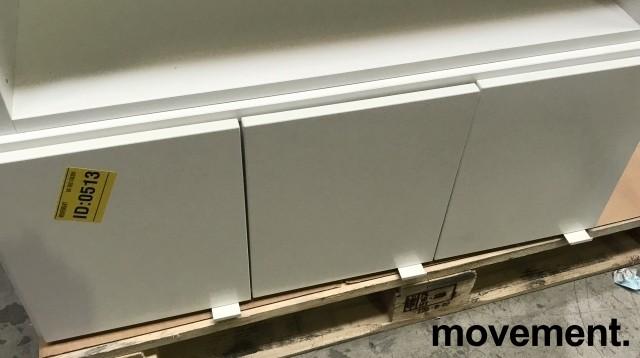 Veggskap med 3 dører i hvitt, fra Trece, Sverige, bredde 90cm, høyde 37cm, pent brukt bilde 1