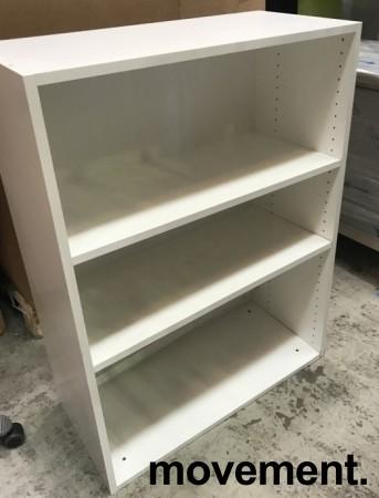Åpen bokhylle/ringpermreol fra Trece i hvitt, 3 høyder, 80cm bredde, 107,5cm høyde, pent brukt