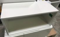 Åpent veggskap i hvitt, fra Trece, Sverige, bredde 80,1, høyde 37cm, pent brukt