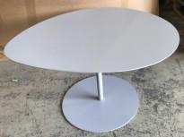 Lite loungebord i stål fra Matiere Grise, Galet-serie, grålakkert, 66x57cm, 38cm høyde, pent brukt