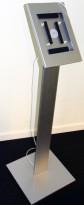 Ipadstativ / nettbrettholder i metall, 110cm høyde, 14,7x19,7 synlig flate, pent brukt