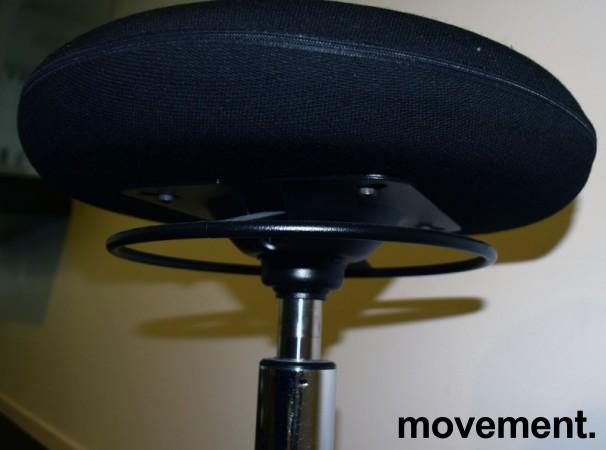 Arbeidsstol/behandlerstol fra Savo, modell JOI, ekstra høy sittehøyde (61-86cm), sort stoff, pent brukt bilde 5