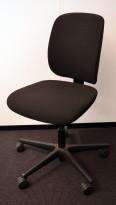 Konferansestol / kontorstol i sort stoff fra Savo, modell Eos, pent brukt