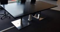 Møtebord i sort eikefiner / krom, 240x120cm, passer 8-10 personer, brukt med slitasje