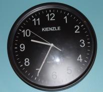 Veggklokke / veggur fra Kienzle / Satelitt-klokke, Ø=27 cm, pent brukt