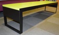 Loungebord / kaffebord i grønt / sort, 202x50cm, 45cm høyde, pent brukt