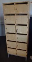 Lukeskap / postskap med 12 låsbare dører med innkast, bjerk, høyde 176cm, bredde 66cm, pent brukt