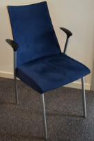 Konferansestol fra ForaForm, modell Viva II i bjerk/mørkeblå comfort/mikrofiber/krom, pent brukt