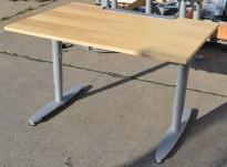 Kinnarps T-serie skrivebord i bjerk, 120x80cm, pent brukt