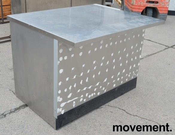 Arbeidsbenk i rustfritt stål, 128cm bredde, 102cm dybde, 92cm høyde, pent brukt bilde 2