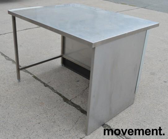 Arbeidsbenk i rustfritt stål, 128cm bredde, 102cm dybde, 92cm høyde, pent brukt bilde 1