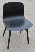 HAY About a chair AAC 12 i sort plast / sortbeiset ask, brukt