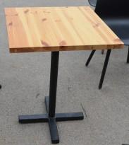 Kafebord med plate i lakkert furu, sort understell, 60x60cm, brukt