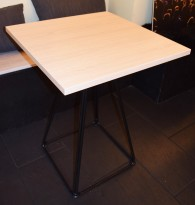 Kafebord / kantinebord i eik laminat, 60x60cm, sortlakkert understell, pent brukt
