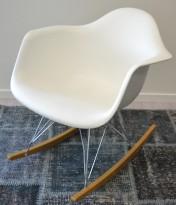 Vitra RAR rocking chair i hvitt, design: Charles & Ray Eames, pent brukt