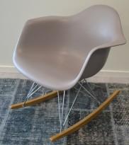 Vitra RAR rocking chair i mauve grey (brungrå), design: Charles & Ray Eames, pent brukt