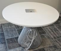Rundt møtebord i hvitt / grått fra Karl Andersson & Söner, modell Hide med kabelboks, design: WIS Design, Ø=100cm, pent brukt