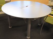 Rundt møtebord i alu-laminat fra Duba-B8, Ø=140cm, grå ben, luke til kabler, pent brukt med noe slitasje