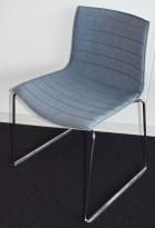 Arper Catifa 46 konferansestol i lyseblått / vanger i krom, pent brukt