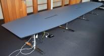 Lekkert møtebord med gråblå plate, 600x120cm, passer for 20-22 personer, krom føtter, pent brukt