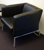 Loungestol i sort skinn / grått meieunderstell, Ikea, pent brukt