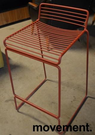 Barstol fra HAY, modell HEE i rust (rød), 65cm sittehøyde, pent brukt, noe avskalling i lakk bilde 2
