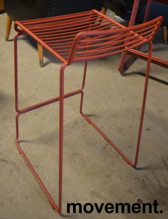 Barstol fra HAY, modell HEE i rust (rød), 65cm sittehøyde, pent brukt, noe avskalling i lakk bilde 3
