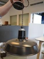 Retro industrilampe fra BarnLight  / taklampe i sortlakkert metall, vintagelook, Ø=44cm, pent brukt