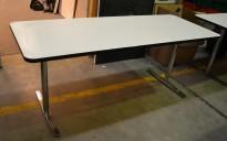 Møtebord / kantinebord fra Materia i hvitt med sort kant / krom understell, 180x70cm, pent brukt
