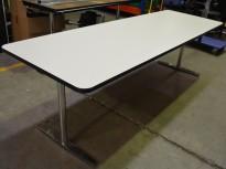 Møtebord / kantinebord fra Materia i hvitt med sort kant / krom understell, 240x80cm, pent brukt