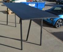 Barbord / ståbord i sort fra Hay, modell Loop, 250x93cm, 99cm høyde, pent brukt med noe slitasje