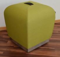 Sittepuff / krakk / pall fra ForaForm, modell Misto i grønt remix stoff, 43cm sittehøyde, design: Olav Eldøy, pent brukt