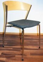 Konferansestol: ForaForm Jazz Monk i bjerk / krom / sete i lyst grått stoff (ullfilt), pent brukt