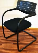 Konferansestol/besøksstol: Vitra Visavis by A. Citterio, i sort stofftrekk, sort ramme, pent brukt