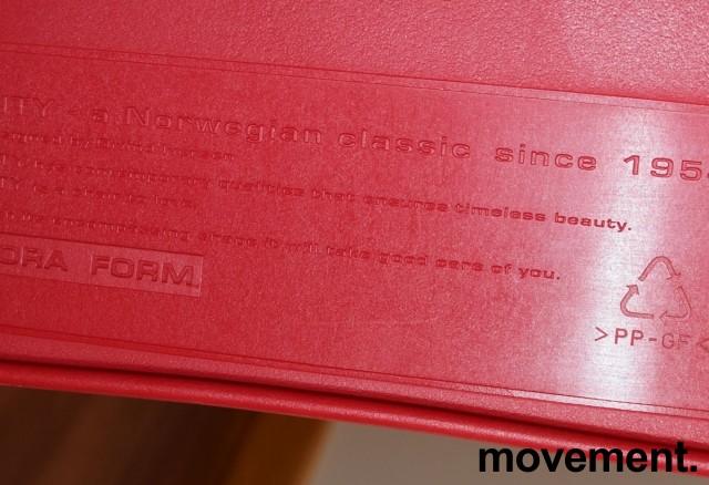 ForaForm City i rød polypropylen, stofftrukket setepute, norsk designklassiker, pent brukt bilde 4