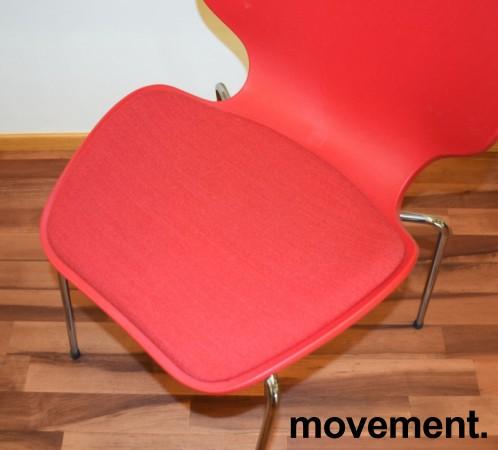 ForaForm City i rød polypropylen, stofftrukket setepute, norsk designklassiker, pent brukt bilde 3