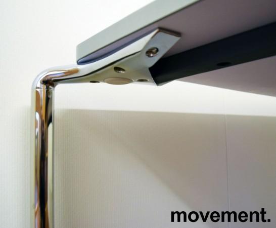 Lekkert kantinebord / arbeidsbord fra ForaForm, modell CLIP, 120x80cm, hvit plate, krom ben, pent brukt bilde 2