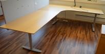 Edsbyn elektrisk hevsenk hjørneløsning skrivebord i bøk, 220x280cm, sving på venstre side, pent brukt