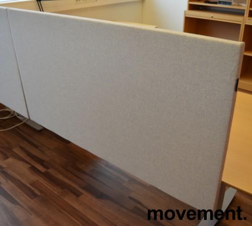 Bordskillevegg fra Edsbyn i lyst grått stoff, 120x65cm, pent brukt bilde 2